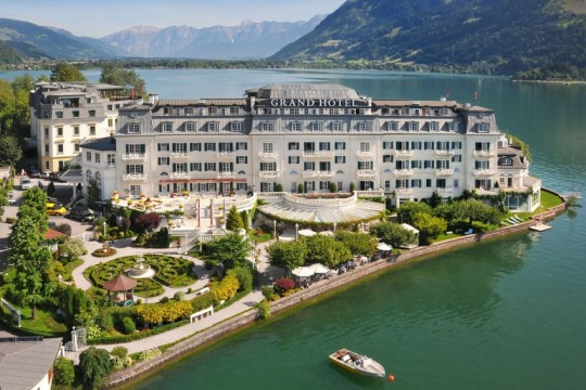 Grand Hotel Zell am See im Sommer